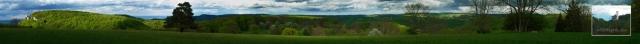 Panorama vom NSG Won: links Wackerstein, rechts Schloss Lichtenstein