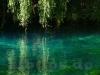 Blau leuchtende Karstquelle der Urspring