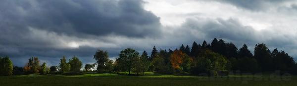 Sonnenflecken zwischen den herbstlich-stürmischen Regenschauern