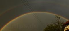 Doppelter Regenbogen in der Abendsonne über Bierstetten