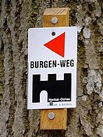 Der Burgenweg verläuft oft auf den Hauptwanderwegen des SAV.