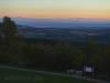Blick vom Aussichtsturm auf die Alpen, den Bodensee und den Mundart-Weg