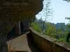 Freundschaftshöhlen (derzeit gesperrt!) und Blick zum Schloss Heiligenberg