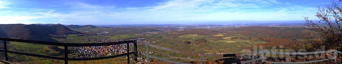 Panoramablick vom Beurener Felsen Richtung Albtrauf und Hohenneuffen