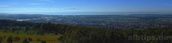 Alpenkette und Bodensee - Panoramablick vom Gehrenbergturm aus