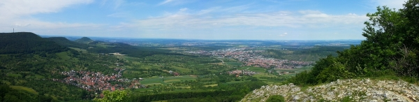 Panoramablick vom Roßfels ins Albvorland