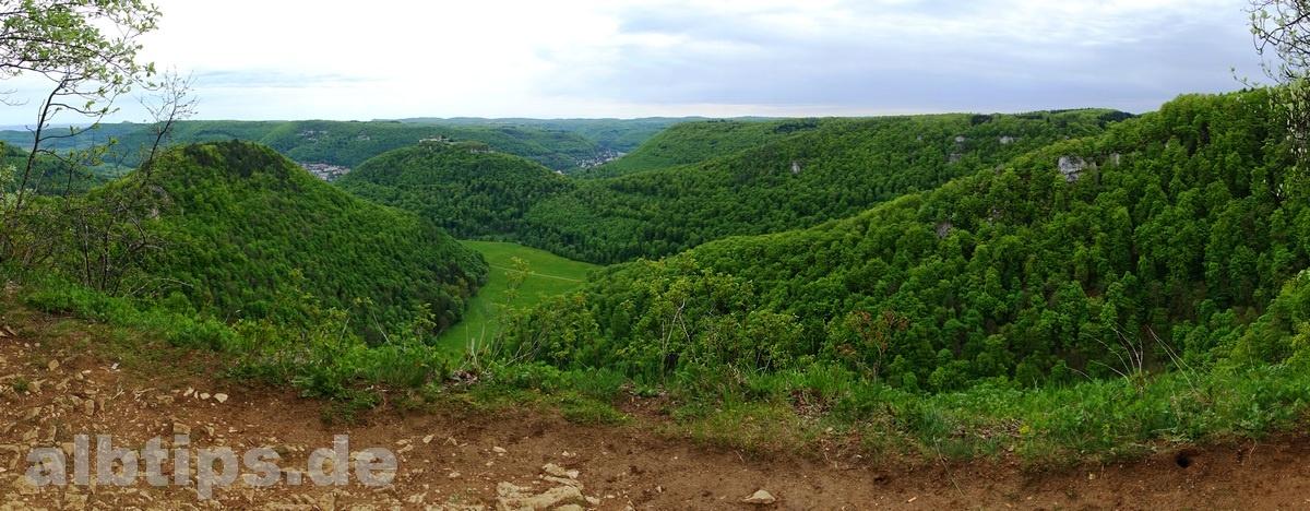 Panoramablick: Hohenneuffen, Runder Berg, Ermstal, Hohenurach, Rutschenfelsen