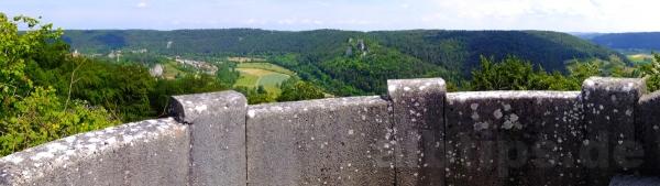 Blick vom Schillerstein ins Blautal und zum Rusenschloss