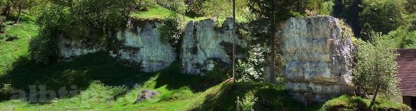 Felsen bei Springen im Schmiechtal