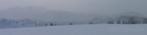 Blick von den Feldern bei Holzelfingen in Richtung Lichtensteiner Albtrauf