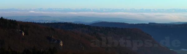 Blick vom Schlossfelsenturm nach Süden zur Alpenkette