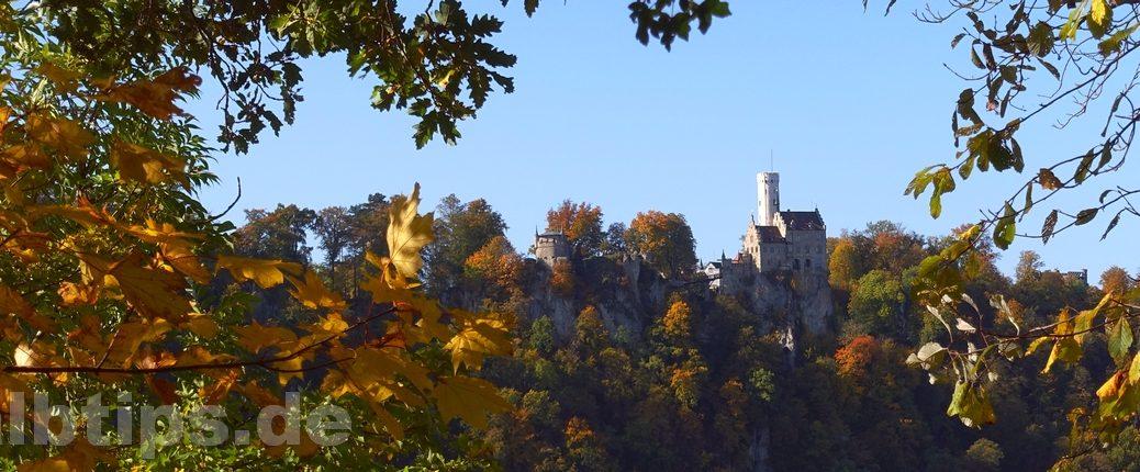 Blick vom Traifelberg zum Schloss Lichtenstein