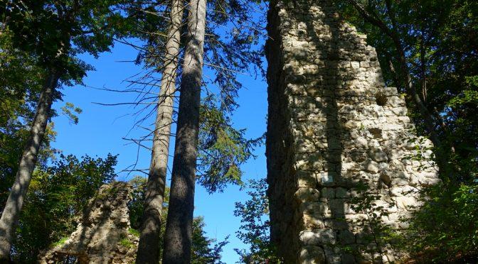 Die Ruinen Lichtenstein über dem Fehlatal